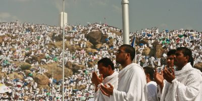 Praying_at_Arafat_-_Flickr_-_Al_Jazeera_English